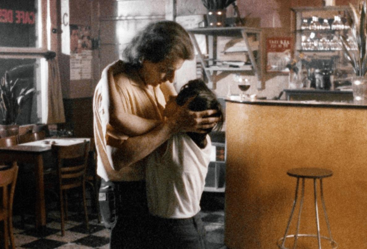 Quase todos os segmentos do filme são sobre casais que se separam ou se conhecem, tudo o resto fica por nossa conta.